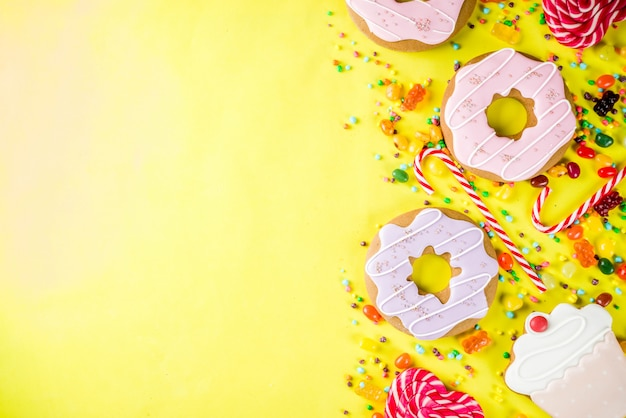 Presentazione creativa di dolci e caramelle Foto Premium