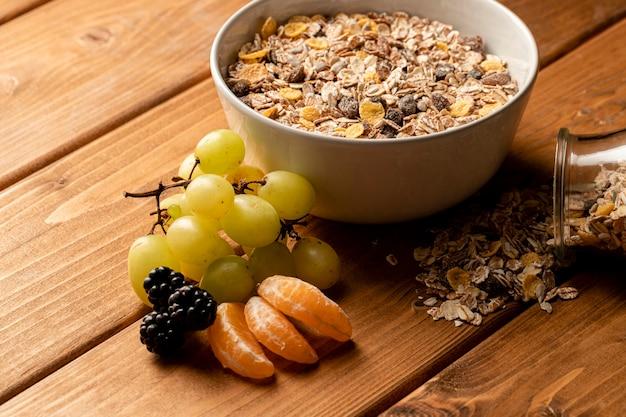 Prima colazione sana del primo piano sulla tavola Foto Gratuite
