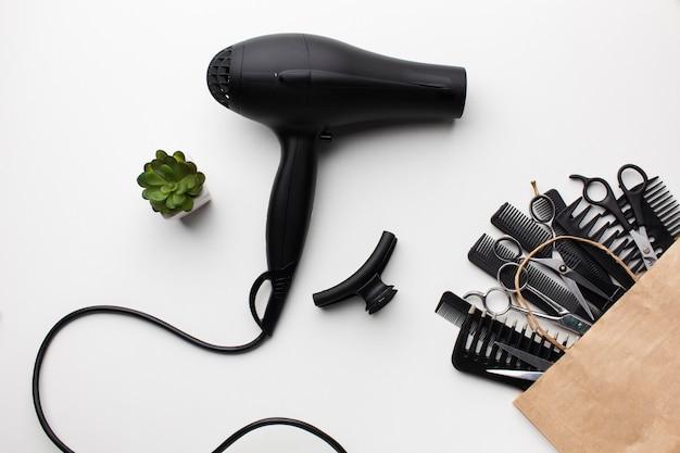 Primo piano asciugacapelli e accessori Foto Gratuite