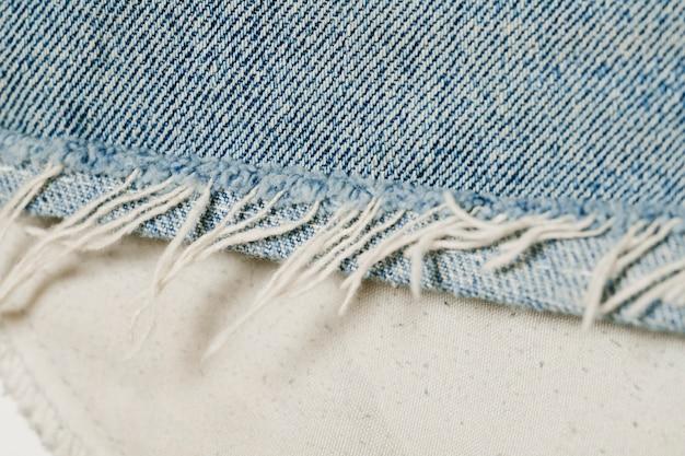 Primo piano dei jeans blu-chiaro Foto Gratuite