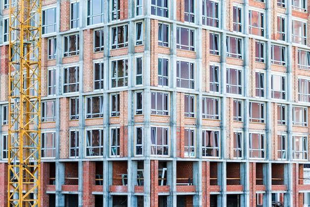 Primo piano del grattacielo in costruzione Foto Gratuite