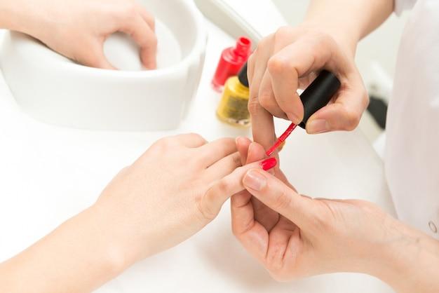 Primo piano del manicure Foto Gratuite