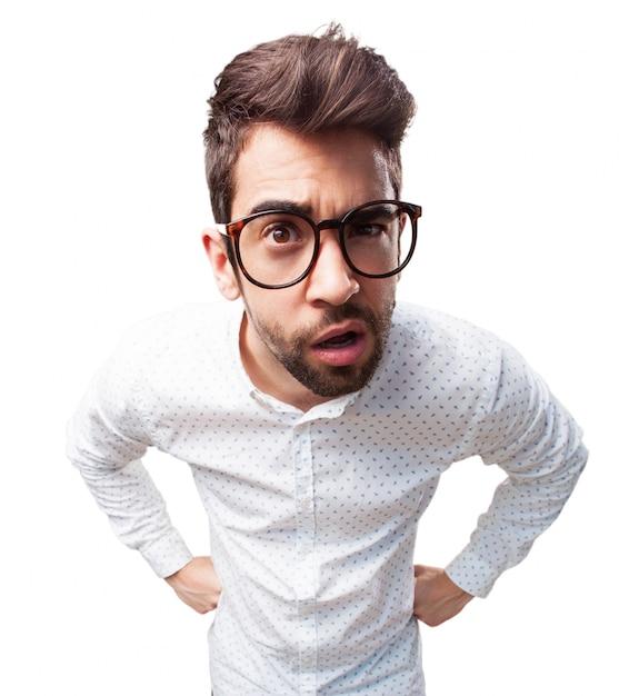 Primo piano del ragazzo distratto con gli occhiali Foto Gratuite
