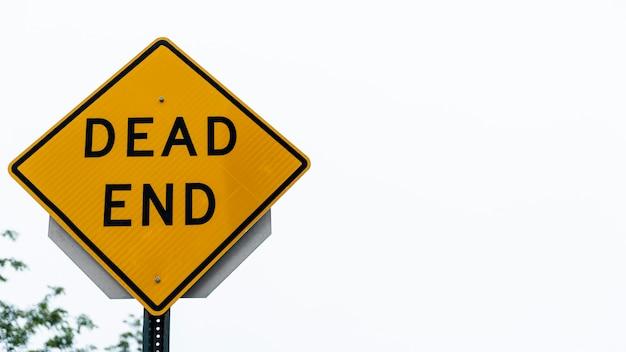 Primo piano del segnale stradale del vicolo cieco Foto Gratuite