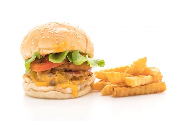 Primo piano dell'hamburger saporito fresco fatto domestico isolato su bianco Foto Premium