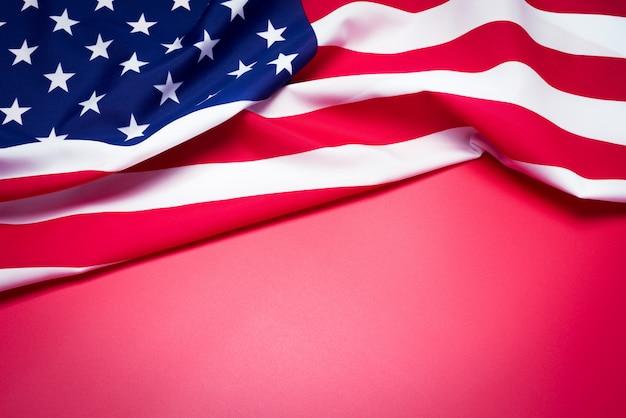 Primo Piano Della Bandiera Americana Su Sfondo Rosso Scaricare