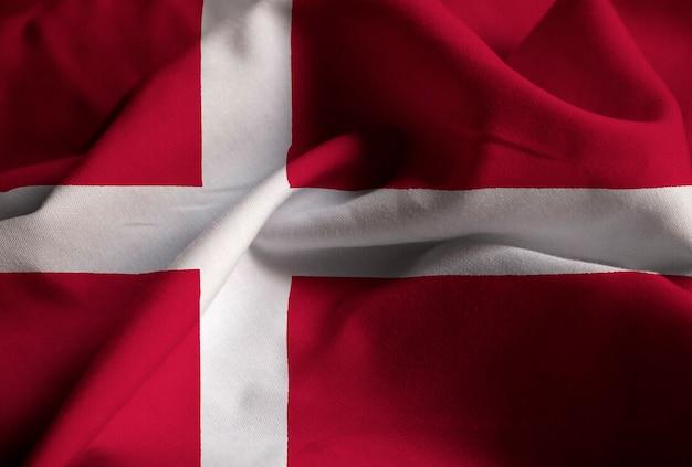 Primo piano della bandiera arruffata della danimarca, bandiera della danimarca che soffia in vento Foto Premium