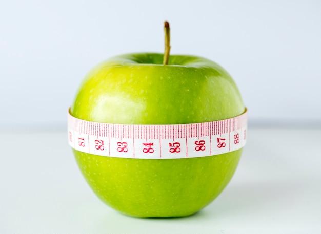 Primo piano della dieta sana e del concetto di perdita di peso Foto Gratuite