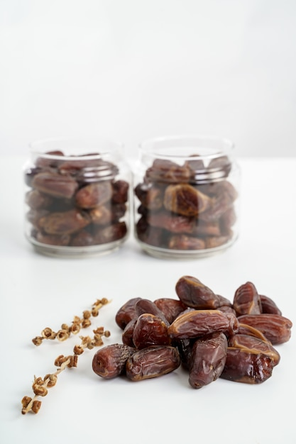 Primo piano della frutta delle date Foto Premium