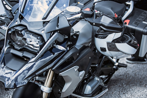 Primo piano di articoli di lusso per moto: parti di moto Foto Gratuite