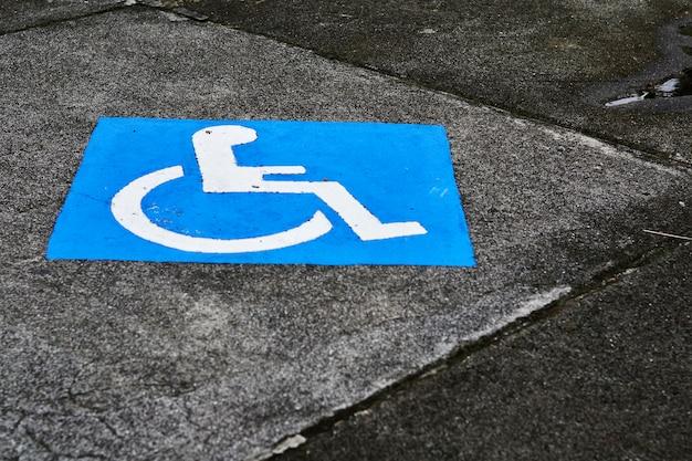 Primo piano di parcheggio per disabili Foto Gratuite