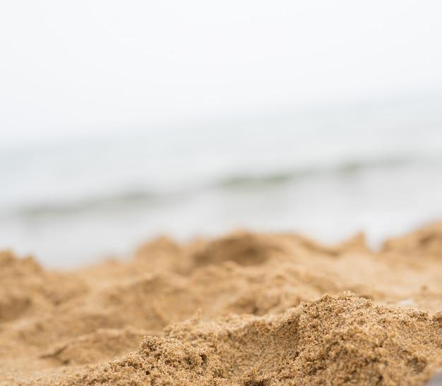 Primo piano di sabbia sulla spiaggia Foto Premium
