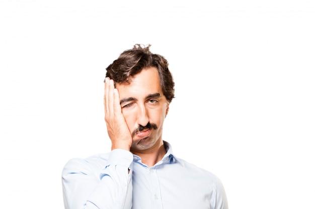 Primo piano di uomo preoccupato con la mano sul suo volto Foto Gratuite