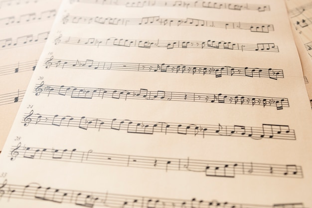 Primo piano foglio di musica con note Foto Gratuite