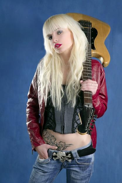 Priorità bassa blu della stella della roccia della chitarra elettrica della ragazza sexy bionda di modo Foto Premium