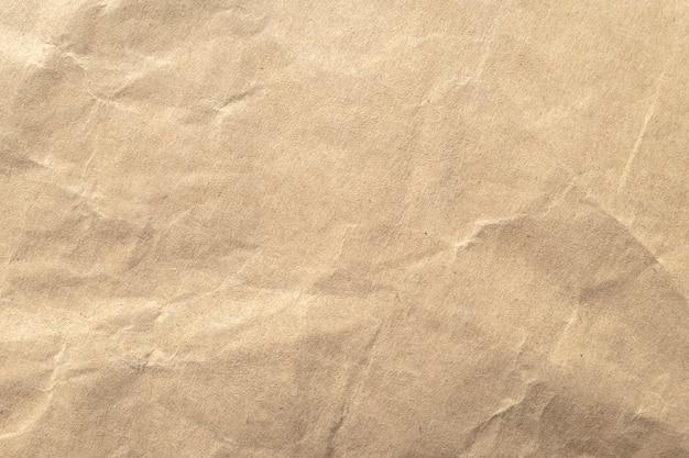 Priorità bassa di struttura di carta sgualcita marrone. Foto Premium