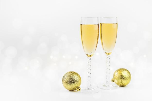 Priorità bassa scintillante di nuovo anno con champagne e le stelle. natale e felice anno nuovo concetto. Foto Premium