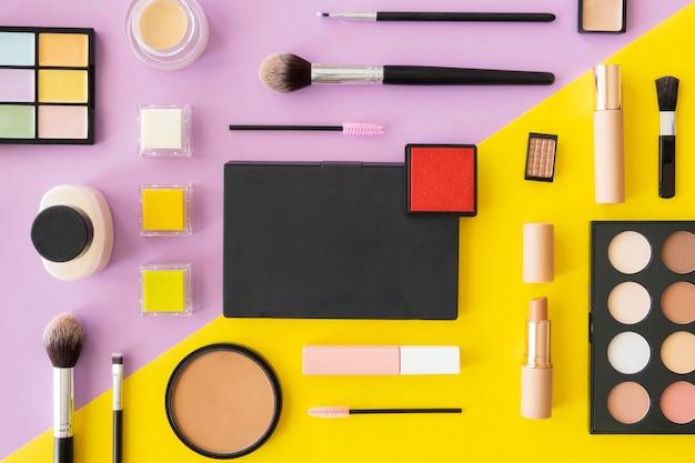 Prodotti cosmetici di bellezza allineati Foto Gratuite