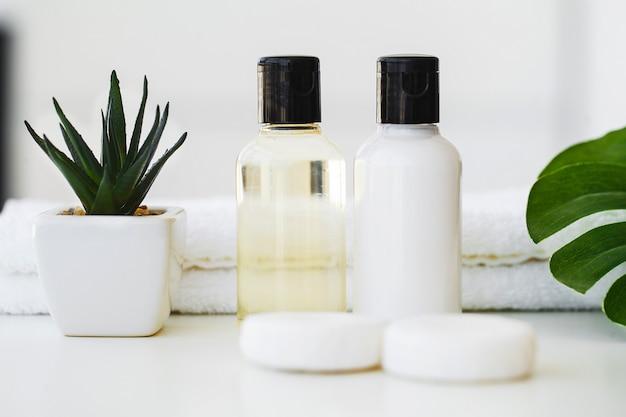 Prodotti per il benessere e cosmetici, cura della pelle a base di erbe e minerali Foto Premium