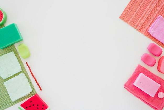 Prodotti per l'igiene personale in colori vivaci Foto Gratuite