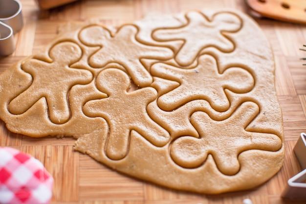 Produrre pan di zenzero e biscotti di natale Foto Premium