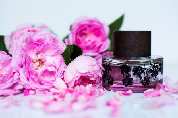 Profumeria, cosmetici, collezione di fragranze Foto Premium