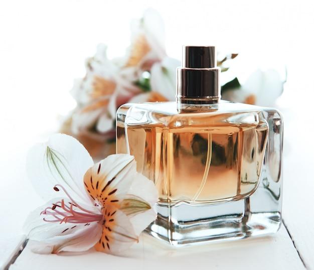 Profumo con fiori Foto Premium