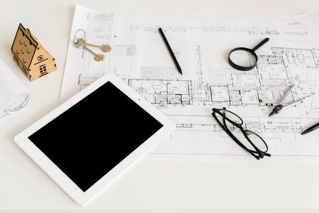 Progetto di architettura e mockup di tablet Foto Gratuite