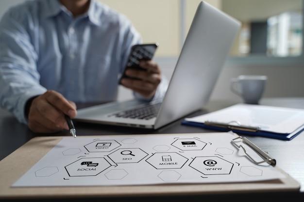 Progetto di avvio seo di digital marketing media search engine Foto Premium