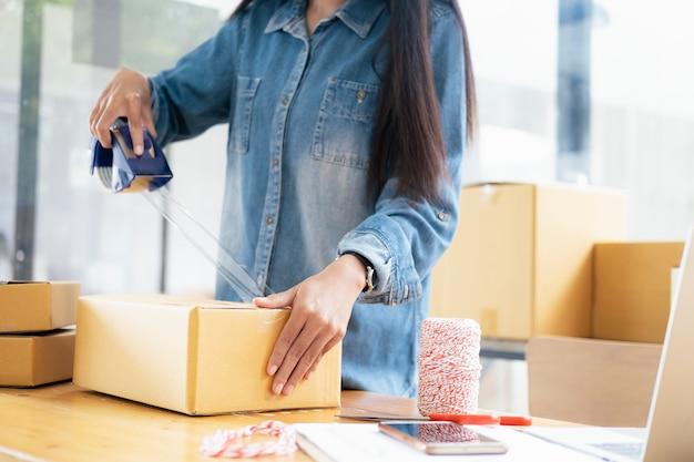 Proprietario online di piccole imprese. Foto Premium