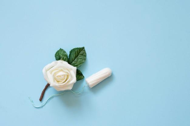 Protezione morbida e tenera per i giorni critici della donna, ciclo mestruale ginecologico Foto Premium