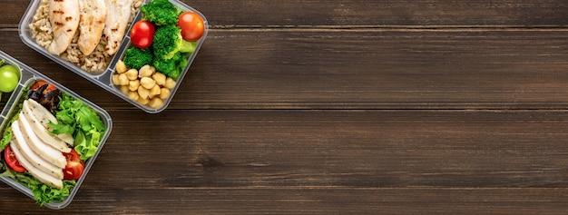 Pulisca il cibo pronto a mangiare a bassa percentuale di grassi sano in scatole del pasto Foto Premium