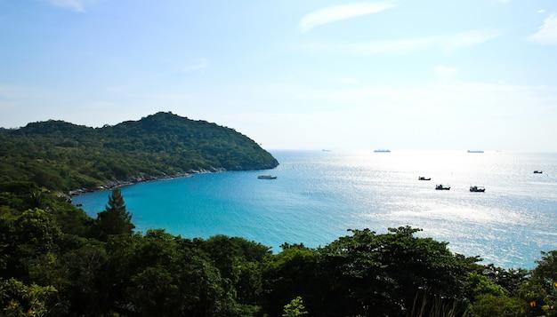 Punto di vista dell'isola di sichang, provincia di chonburi, tailandia. Foto Premium