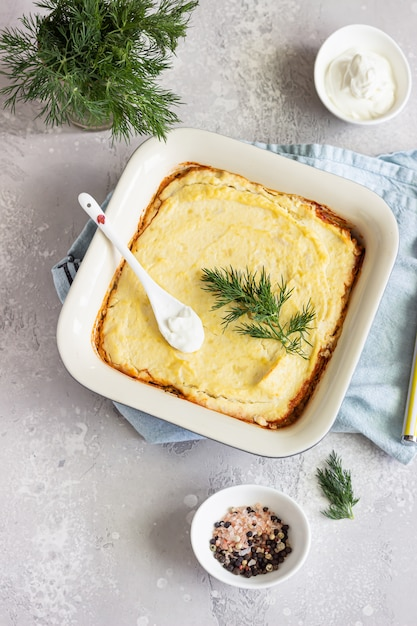 Purè di patate, funghi e verdure di stagione in casseruola Foto Premium