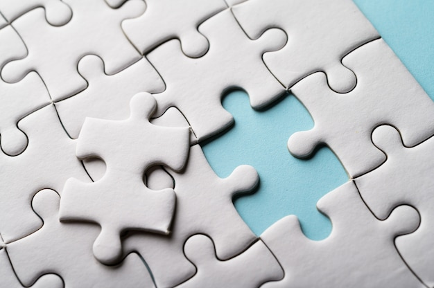 Puzzle con pezzo mancante. pezzi del puzzle mancanti Foto Gratuite