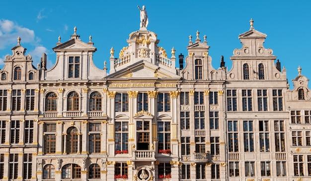 Quadrato e costruzioni del grande posto a bruxelles, belgio Foto Premium