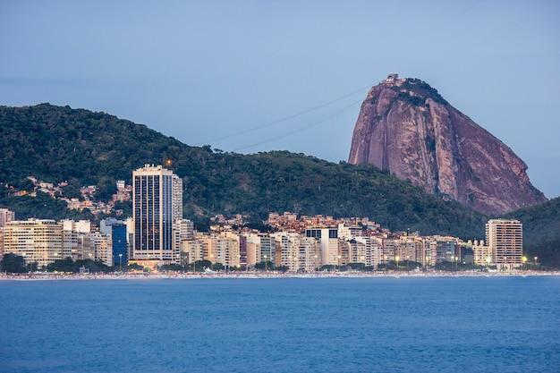 Quartiere di copacabana a rio de janeiro Foto Premium