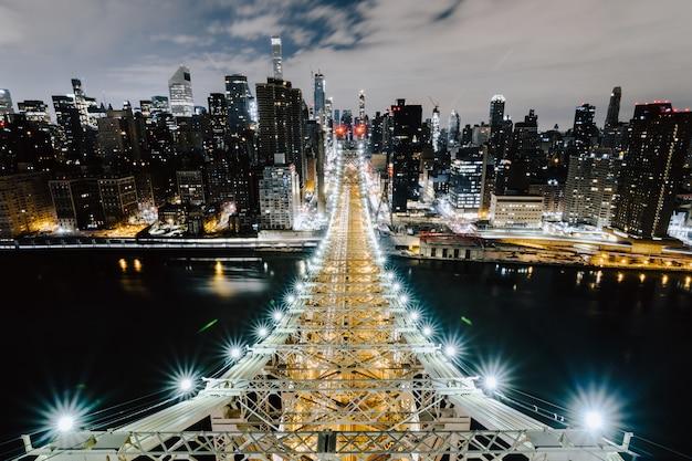 Queensboro bridge e gli splendidi edifici di new york Foto Gratuite