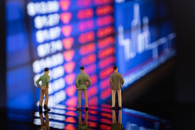 Quota di mercato e concorrente per un'eccellente crescita degli stock Foto Gratuite