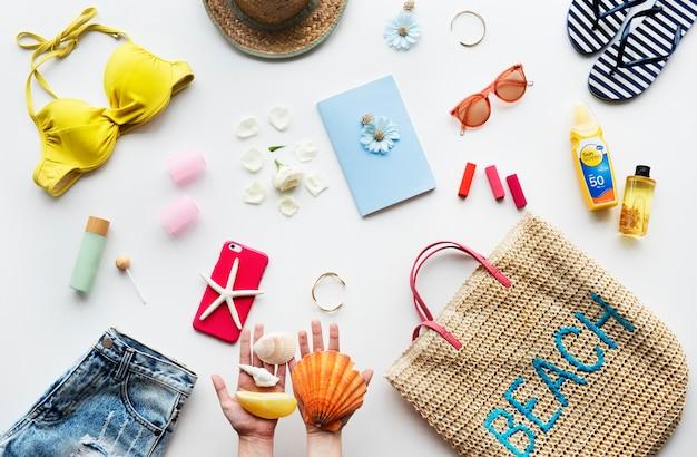 Raccolta di cose da spiaggia per l'estate Foto Premium