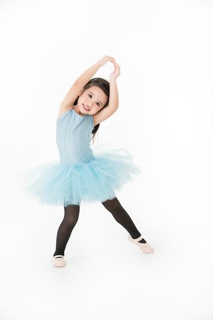 Ragazza adorabile nel balletto preformatura. Foto Premium
