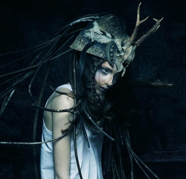 Ragazza con costume scuro Foto Premium