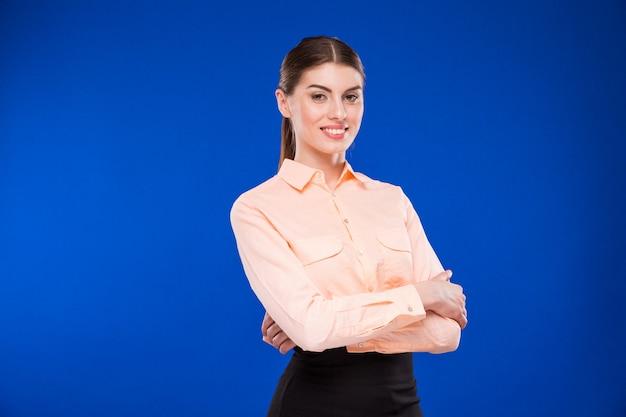 Ragazza in camicetta arancione Foto Premium