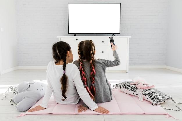 Ragazze che guardano la tv Foto Gratuite