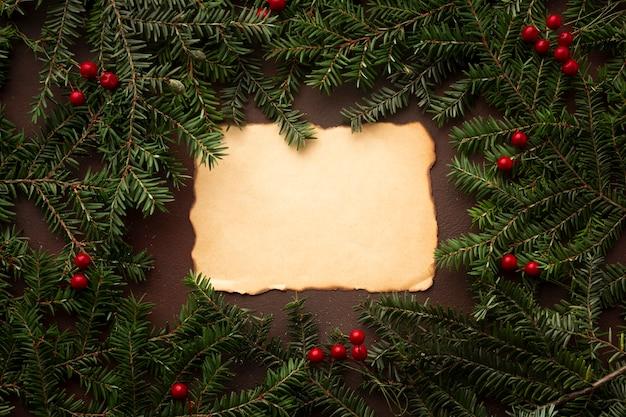 Ramo di albero di natale con mock-up Foto Gratuite