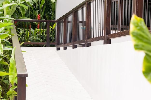 Rampa disabilitata con manico in legno Foto Premium