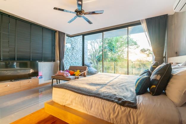 Real luxury interior design in camera da letto con uno spazio luminoso e luminoso in casa o in casa Foto Premium