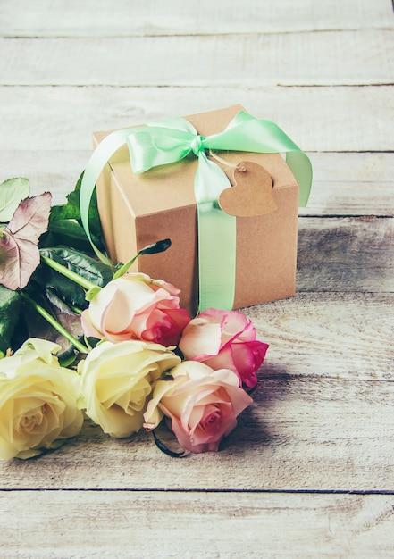 Regalo e fiori Foto Premium