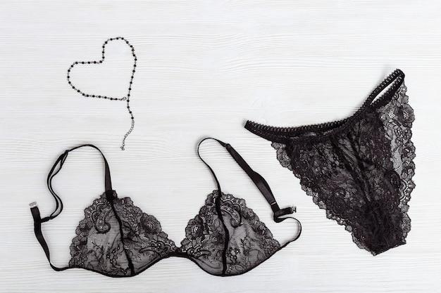 Reggiseno e slip in pizzo di seta per donna. set di lingerie nera Foto Premium