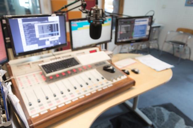 Regolazione di ingegnere radio digitale di controllo Foto Gratuite